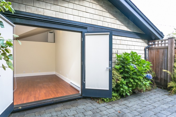 Kitsilano Beach Home for Rent - Garden Area