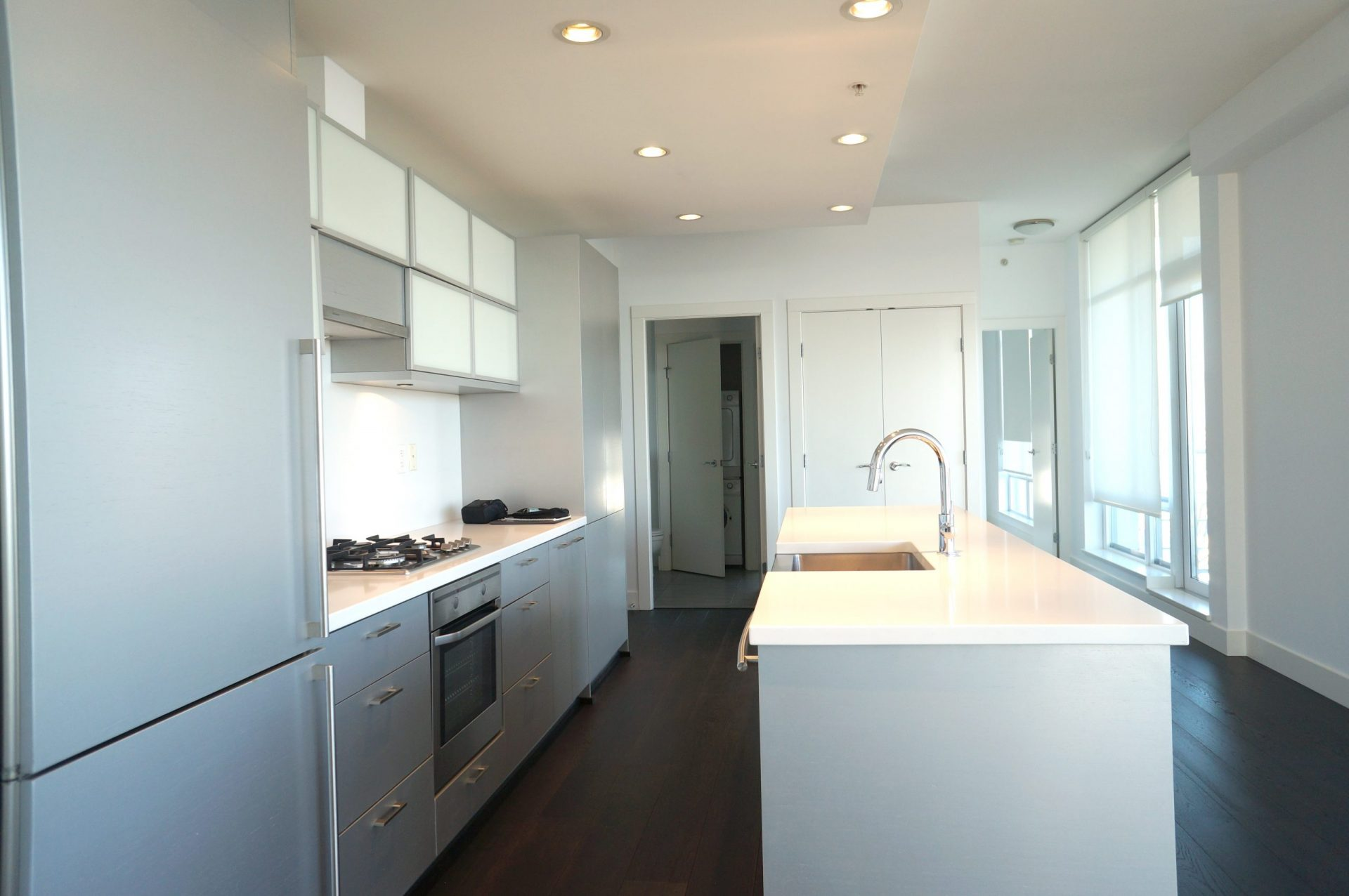 Dolce 535 Smithe Downtown Vancouver Condo for Rent Kitchen