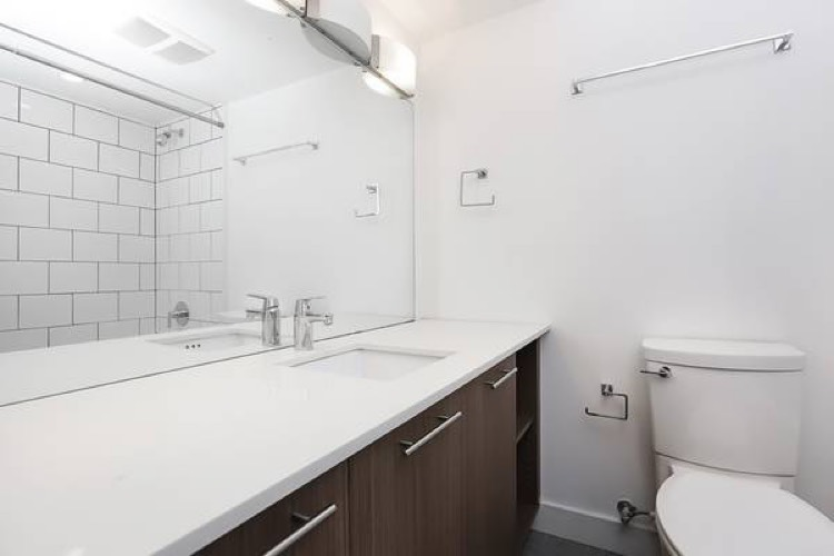 Apartment in North Vancouver Bathroom