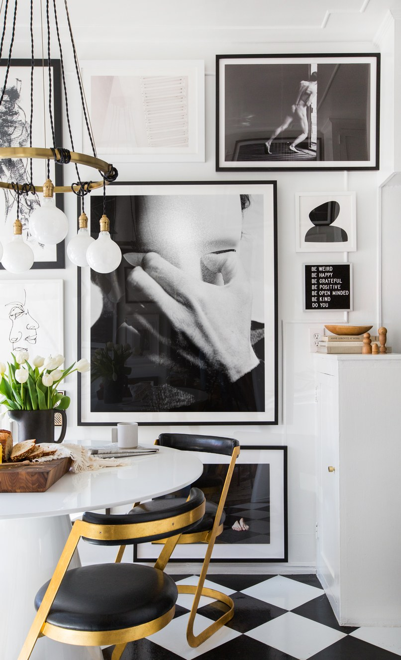 Modern Kitchen with Black and White Decor