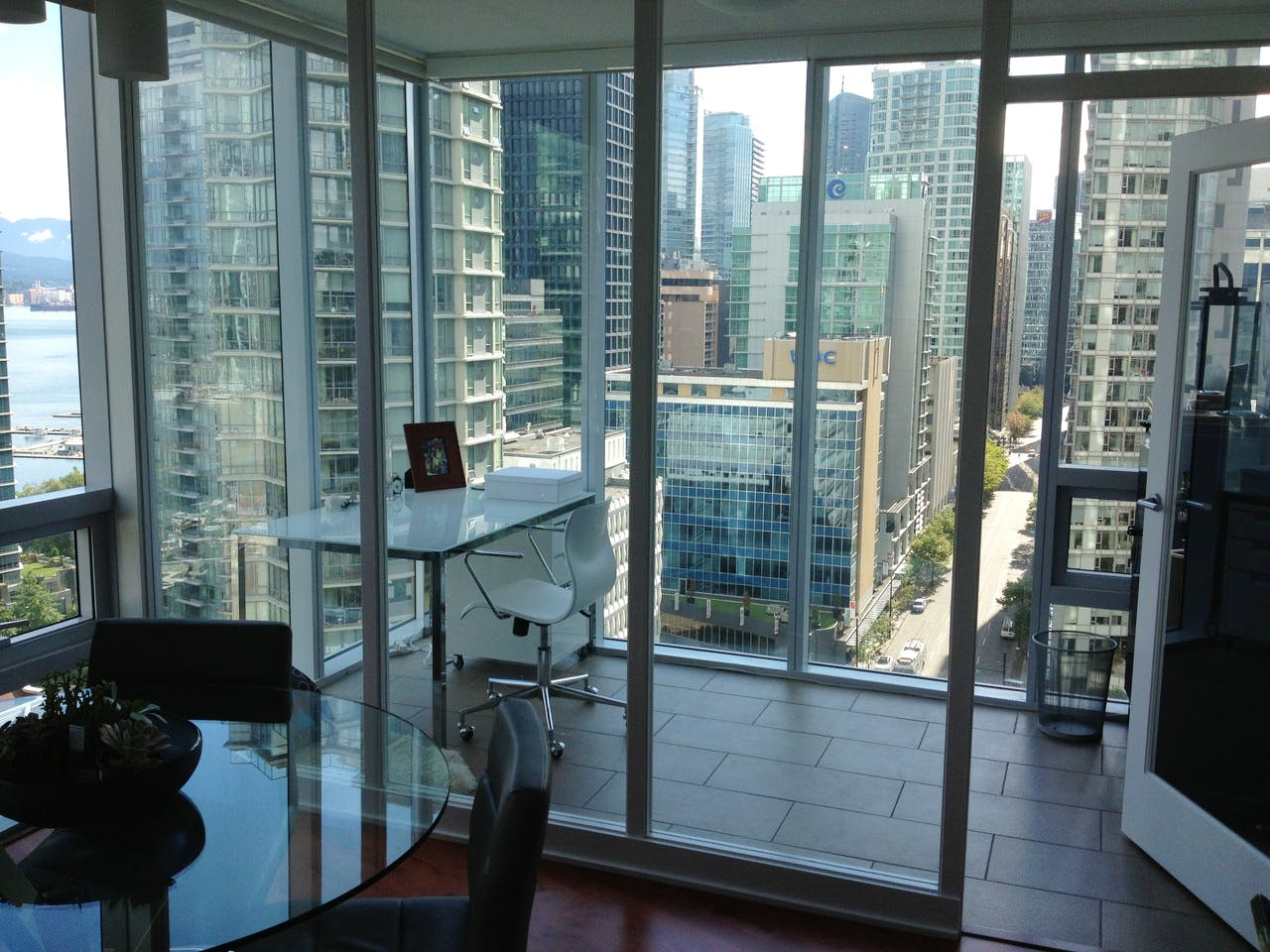 Apartment for Rent in Flat Iron 1277 Melville Street Vancouver - Office