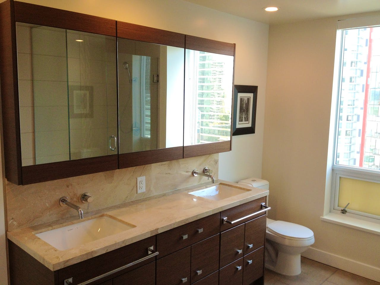 Apartment for Rent in Flat Iron 1277 Melville Street Vancouver - Bathroom