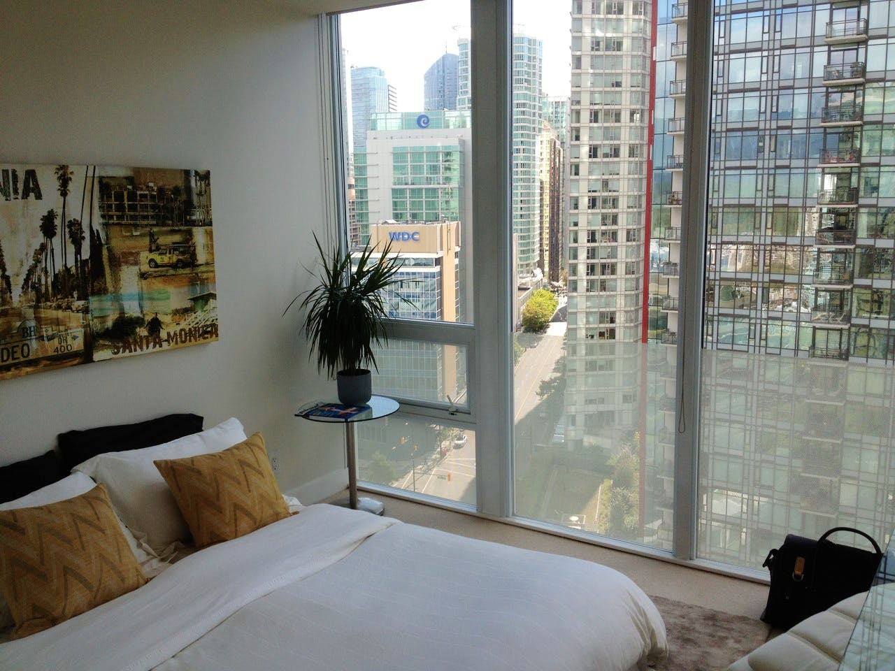 Apartment for Rent in Flat Iron 1277 Melville Street Vancouver - Bedroom