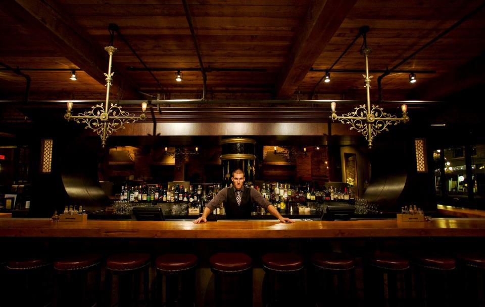 Pourhouse bar, vancouver
